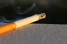 「タバコを吸っている」と就職できない?