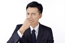 口臭・体臭・加齢臭…嫌われる臭いの原因と対策