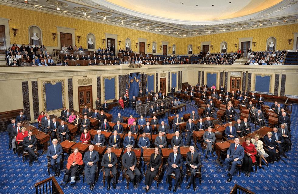 米国の人口は日本の倍、でも上院の議員定数は日本の半分