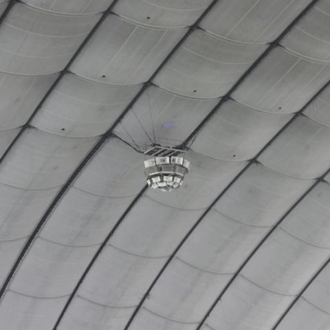 天井直撃は本塁打? それとも二塁打? ドーム球場の天井グラウンドルール